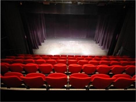 Pourquoi aller au théâtre aujourd'hui ?